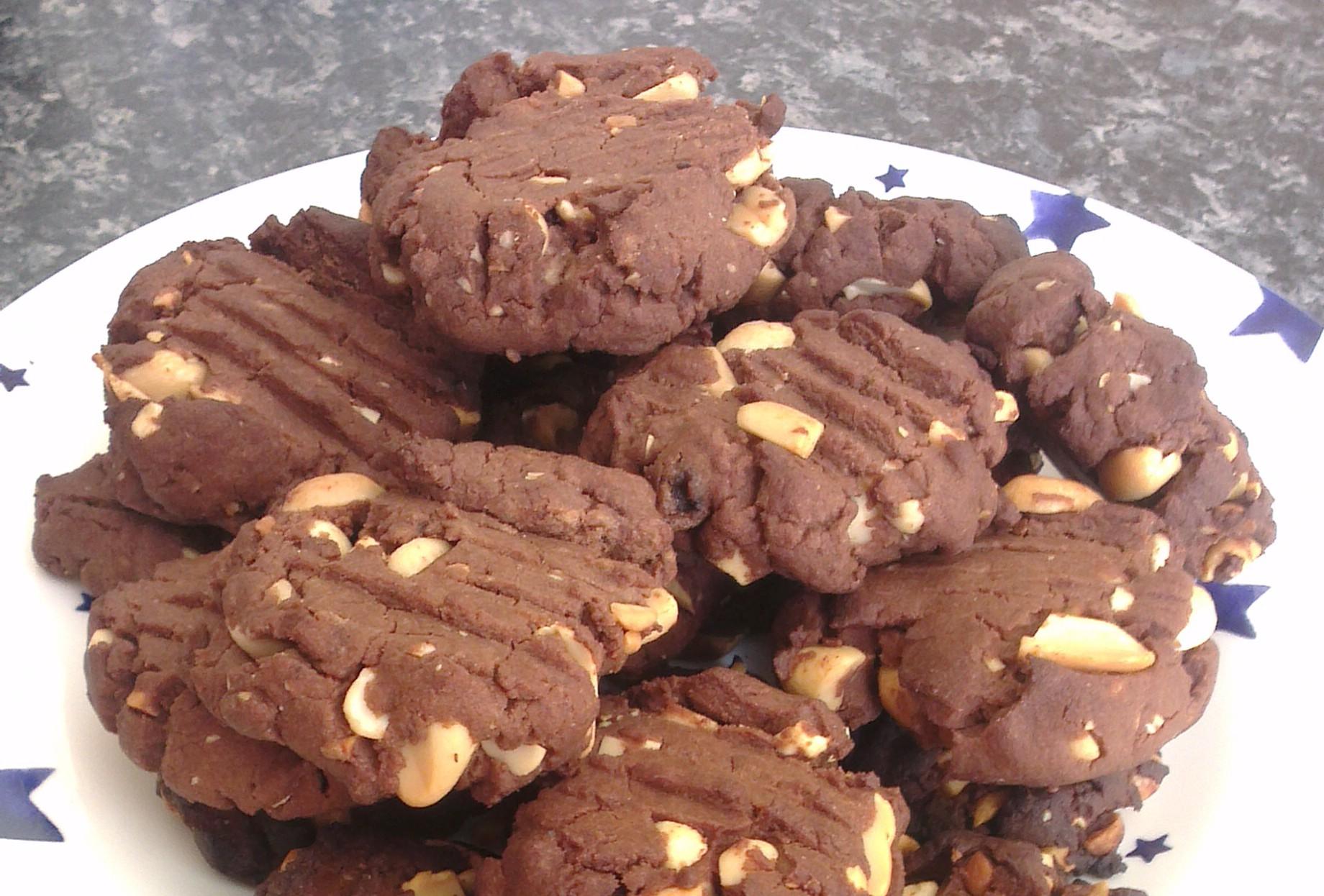 RECIPE: Chocolate and peanut butter cookies - Slummy ...