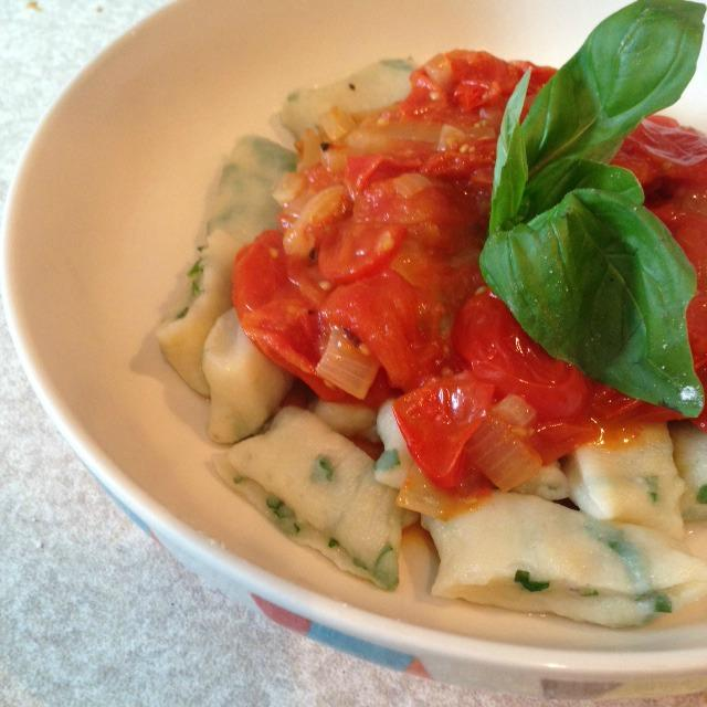 Easy recipe - home made herby potato gnocchi with tomato sauce ...