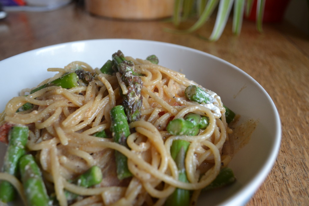 Creamy pasta with asparagus sauce Weight Watchers #StepIntoSummer