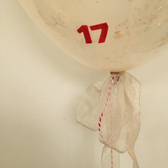DIY advent balloons