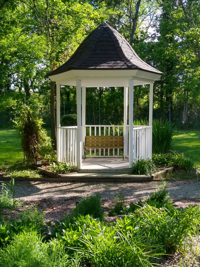 How to create shade in the garden gazebo